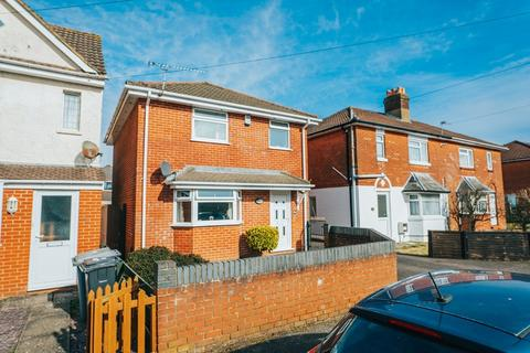 3 bedroom detached house for sale - BEAUTIFUL THREE BEDROOM FAMILY HOME, WINTON
