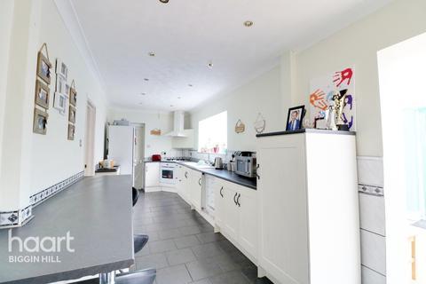 7 bedroom semi-detached house for sale - Dowding Road, Biggin Hill