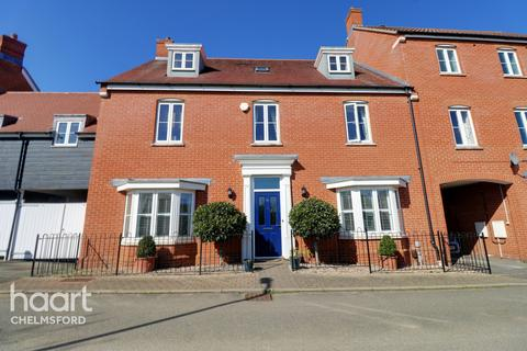 5 bedroom semi-detached house for sale - Eastwood Park, Chelmsford