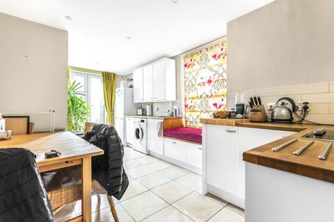 3 bedroom apartment to rent - Balvernie Grove London SW18