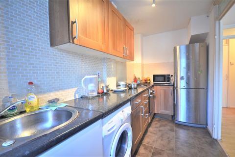 1 bedroom flat to rent - Jefferson Close, Gantshill, IG2 6RZ