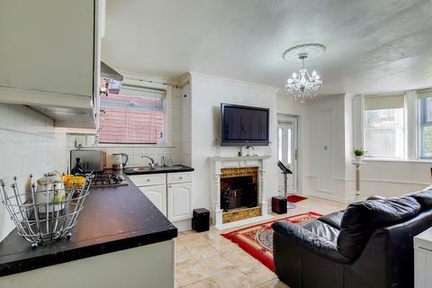 2 bedroom maisonette for sale - St Peter's Road, Croydon