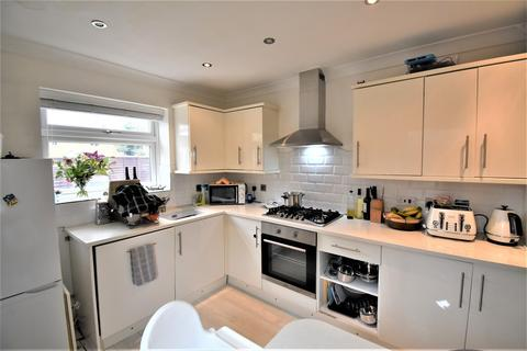 3 bedroom semi-detached house to rent - 5 Westborough Road