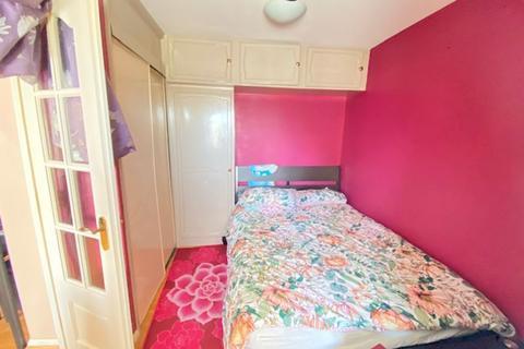 Studio to rent - Plowman Close, Edmonton , London