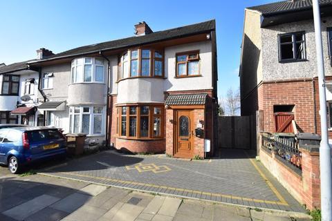 3 bedroom end of terrace house for sale - St. Ethelbert Avenue, Luton