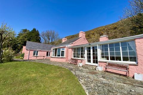 4 bedroom detached bungalow for sale - Quarry Lane, Llanbedrog, Pwllheli