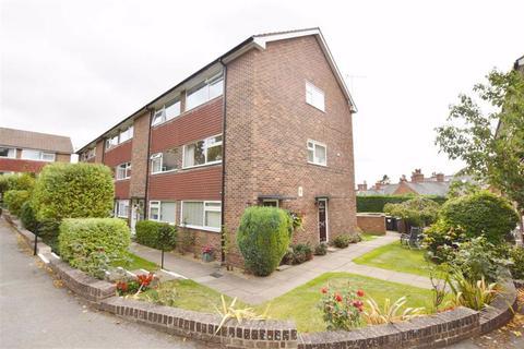 2 bedroom flat to rent - Auburn Court, Church Road, Reading