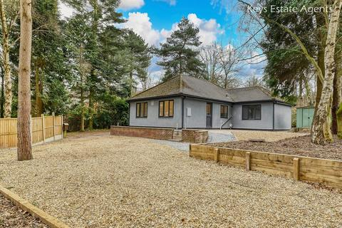 3 bedroom detached bungalow for sale - Stone Road, Meaford, Stone