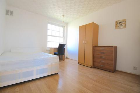 3 bedroom flat to rent - Bromley High Street, London
