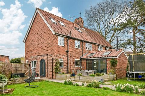 4 bedroom semi-detached house for sale - Church Green, Elvington