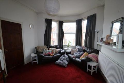 3 bedroom terraced house to rent - Westbury Avenue, Wood Green, N22