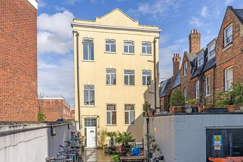3 bedroom flat to rent - Clarence Road, Hackney, E5