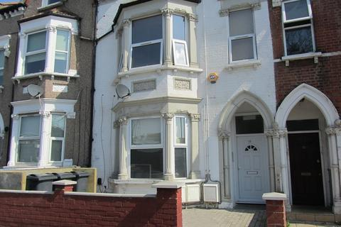 2 bedroom ground floor flat for sale - South Norwood Hill, London, Greater London. SE25 6AB