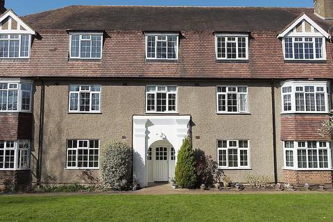 2 bedroom flat for sale - Kingston Road, Ewell Village KT17
