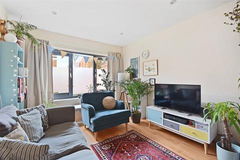 1 bedroom flat to rent - Vandervell Court, Larden Road, London, W3