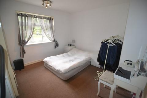 Terraced house to rent - Althorne Gardens,