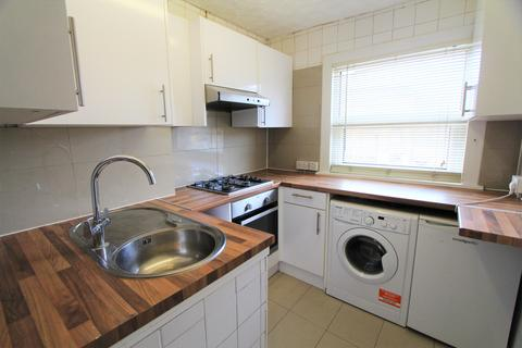 2 bedroom flat to rent - Beulah Road, London, E17