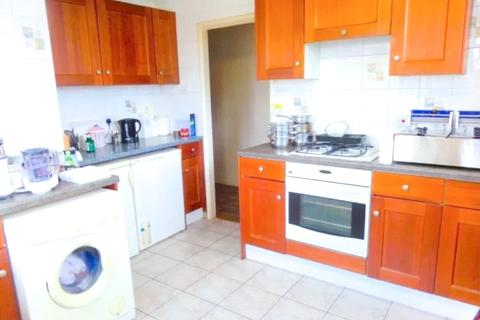 2 bedroom flat to rent - Staines Road, Feltham, TW14