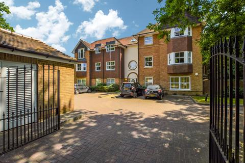 2 bedroom ground floor flat for sale - Woodlands House, 89 Old Woking Road, West Byfleet, Surrey, KT14