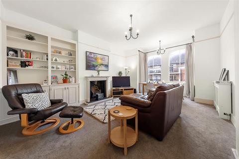 2 bedroom flat for sale - Broomwood Road, SW11
