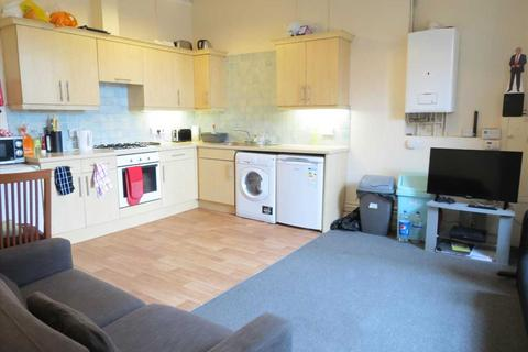 4 bedroom apartment to rent - Wimborne Road, Bournemouth