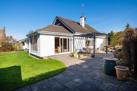 4 bedroom detached bungalow for sale - Silverdale Road, Arnside, Cumbria, LA5 0DT