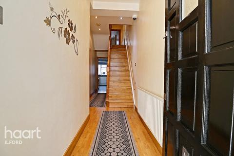 5 bedroom end of terrace house for sale - Empress Avenue, Ilford