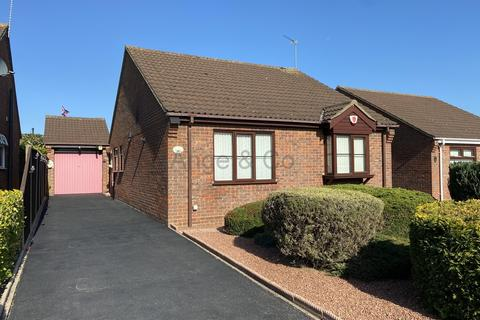 2 bedroom detached bungalow for sale - Dunston Drive, Oulton, Lowestoft