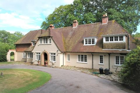 5 bedroom detached house to rent - Wootton, New Forest