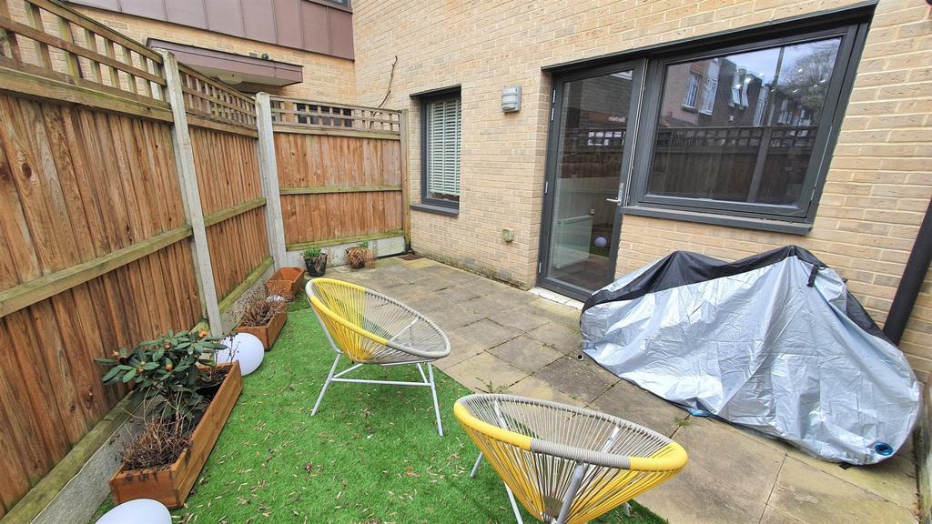 2 Double Bedroom   Garden Apartment