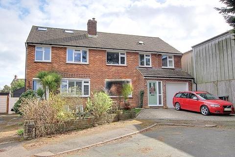 4 bedroom semi-detached house for sale - Bruce Close, Haywards Heath