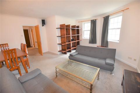 2 bedroom flat to rent - Helena Square, London, SE16