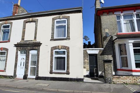 3 bedroom house for sale - Crown Street West, Lowestoft