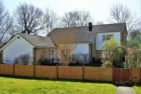 4 bedroom detached house to rent - Manor Road, Chigwell,