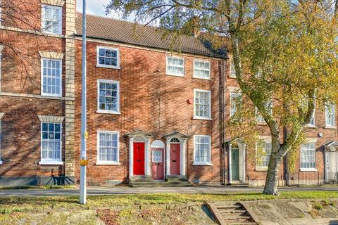 4 bedroom terraced house for sale - 38, North Parade, Grantham. NG31 8AN.