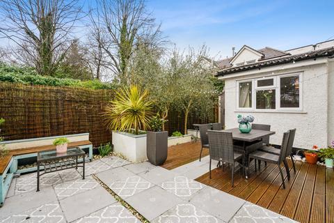 2 bedroom flat for sale - Corfton Road, London, W5
