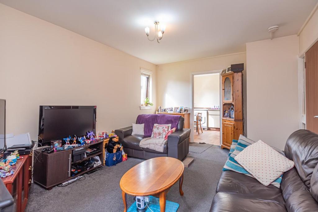 2. Living Room (1).jpg