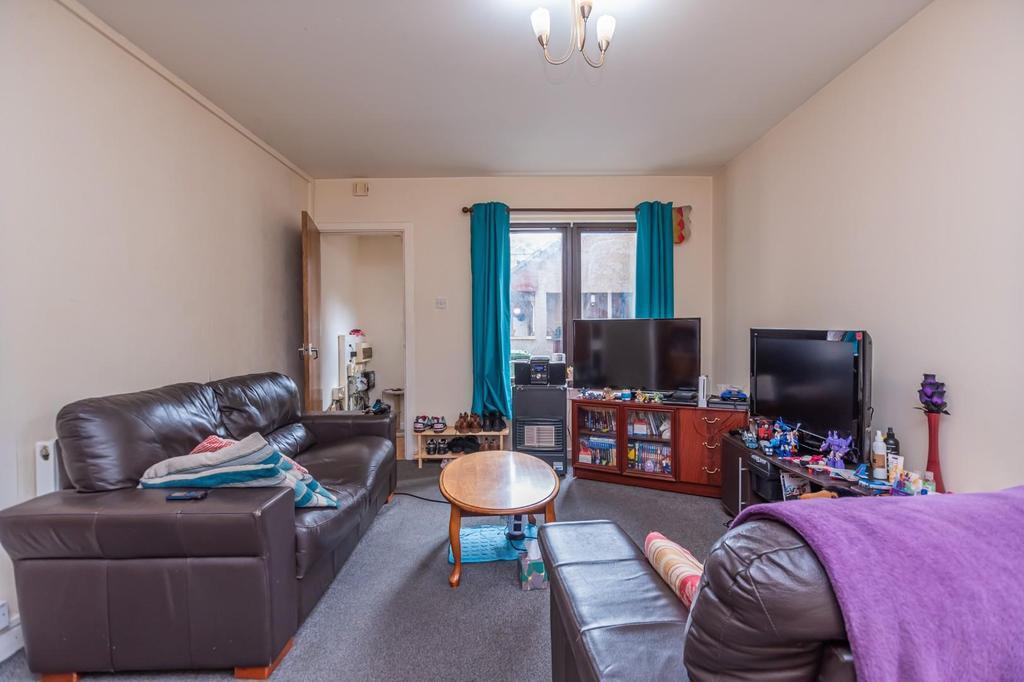 3. Living Room (2).jpg