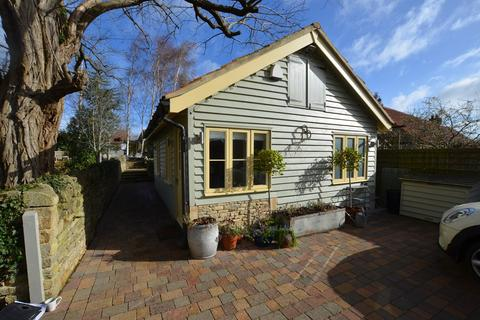 1 bedroom detached bungalow to rent - Oundle Road, Woodnewton, Peterborough, PE8
