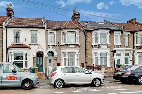 3 bedroom terraced house to rent - Grove Green Road, London