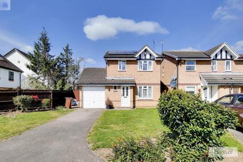 3 bedroom detached house for sale - Hazelwood Close, Harrow, Middlesex