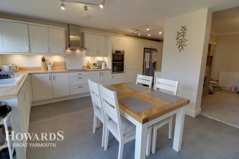 3 bedroom end of terrace house for sale - Keyes Avenue, Great Yarmouth