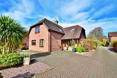 4 bedroom detached house for sale - Littleton