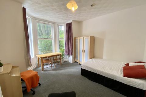 Studio to rent - Mayfield Road, Manchester, M16 8EU