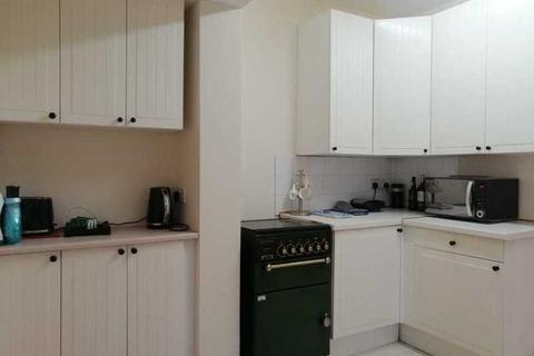 1 bedroom in a house share to rent - Dogfield Street, Cathays, Cardiff