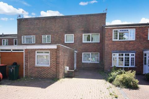 4 bedroom terraced house for sale - Colonsay Road, Crawley
