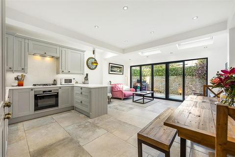 2 bedroom flat for sale - Marmion Road, SW11