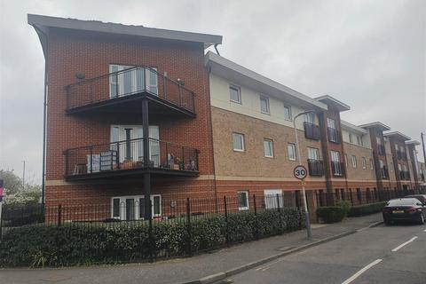 2 bedroom flat to rent - Connaught Heights , Uxbridge Road , UB10 0NT