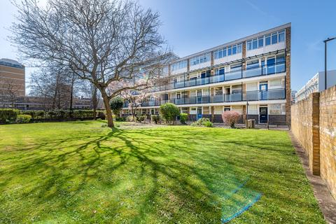2 bedroom flat for sale - Gifford House, Churchill Gardens, Pimlico, SW1V