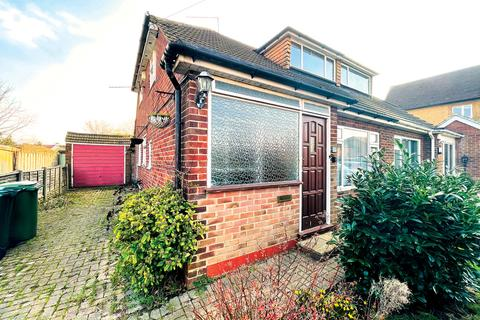 3 bedroom semi-detached house for sale - Lindsay Close, Stanwell, Staines-upon-Thames, TW18